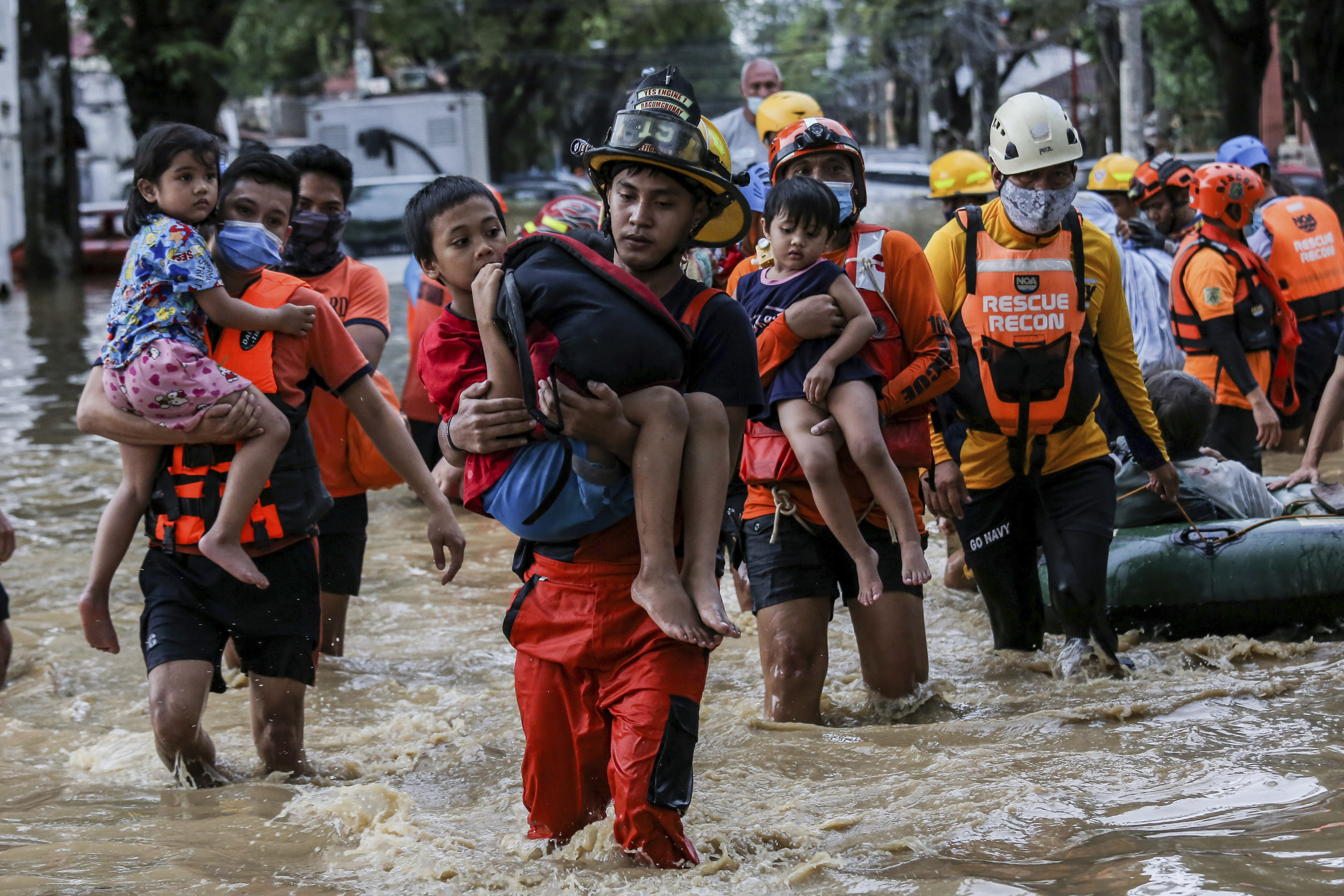 39 dead after typhoon leaves high water, mud in Philippines