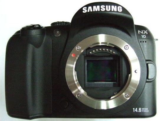 Samsung NX10, la híbrida comienza a coger forma