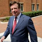 Manafort trial: Jury to deliberate after prosecutor accuses former Trump campaign manager of lying - as it happened