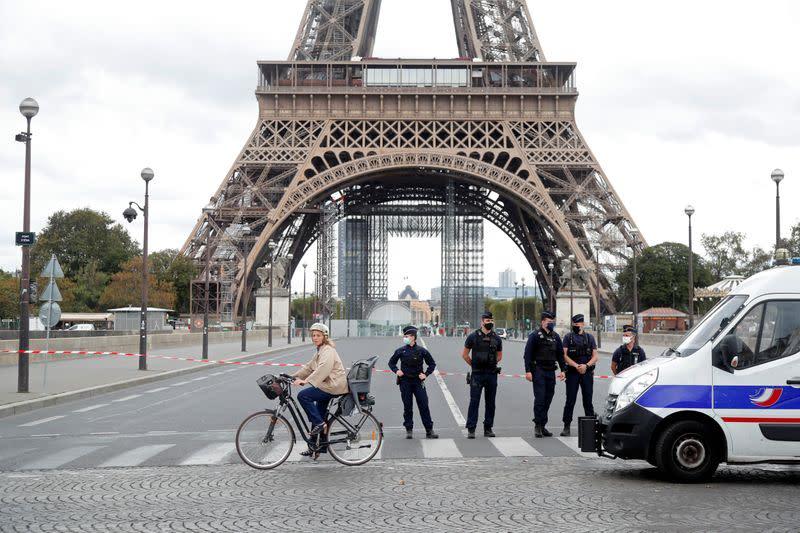 Paris Eiffel tower evacuated