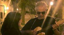 Jam session improvvisata di Bocelli, ma nessuno mantiene le distanze