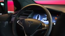 Tesla Is 'aLong Way From Dell,'Says GSO Capital's Dwight Scott