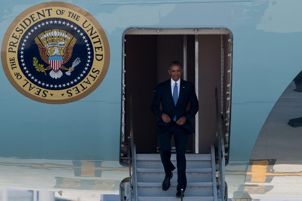US President Barack Obama disembarks from Air Force One upon his arrival in Hangzhou on September 2, 2016