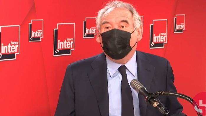 """Élections régionales: François Bayrou déplore un """"climat navrant"""" et dénonce les propos de Xavier Bertrand"""
