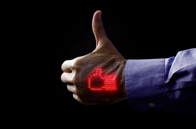 Electronic skin can display a heartbeat on your hand