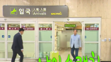 South Korean politician goes viral with suitcase push at the airport