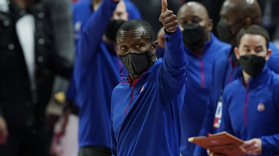 Pistons show confidence in Dwane Casey
