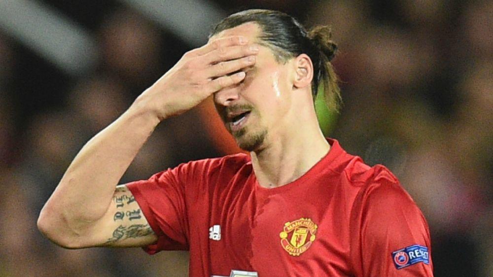 Man Utd star Ibrahimovic limps off with knee injury