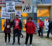 Striking Chicago teachers picket as contract talks gear up