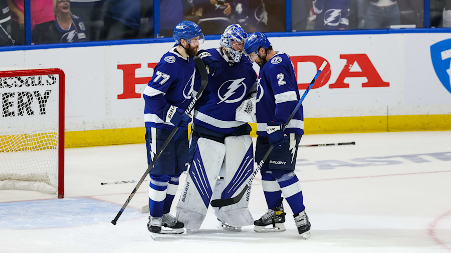 Bolts refuse to face elimination, blow out Islanders in Game 5
