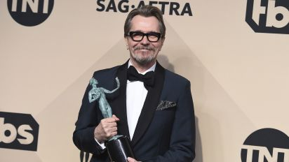 Oldman wins SAG award for Churchill role