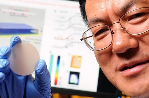 Nanowire sensor converts pressure into light, may lead to super-sensitive touch devices (updated)