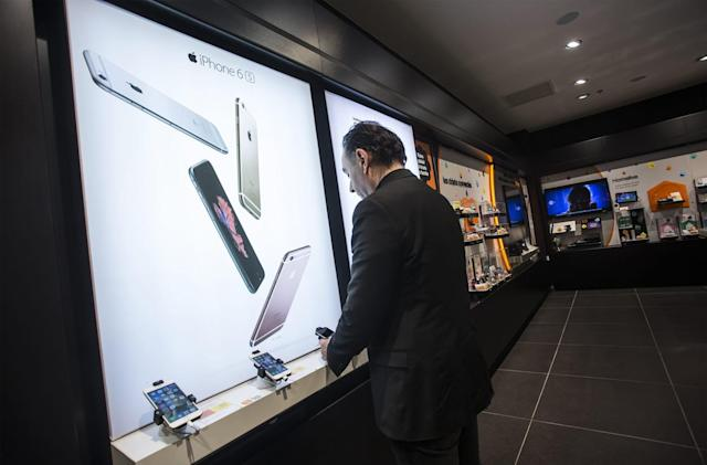 France wants Apple to pay $55 million over strict carrier deals