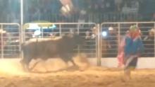 Un vaquero voló 20 metros tras ser embestido por un toro en un rodeo de Brasil