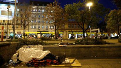 Hungría prohíbe dormir en la calle a los sin techo