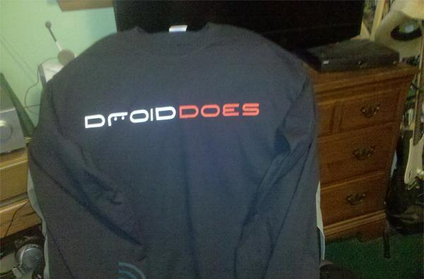 Verizon passing out Droid shirts to turn owners into walking ads