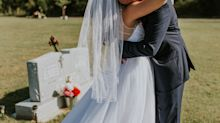 This couple did their first look at the groom's mother's grave, and the photos will probably make you cry