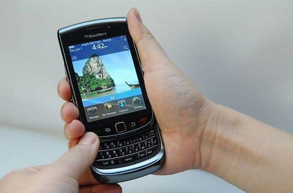 BlackBerry Bold 9800 gets some glamour shots, OS 6 gets a 16 minute video walkthrough