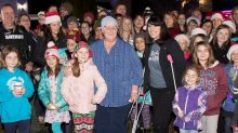 Students surprise teacher fighting cancer with Christmas carols on her front lawn