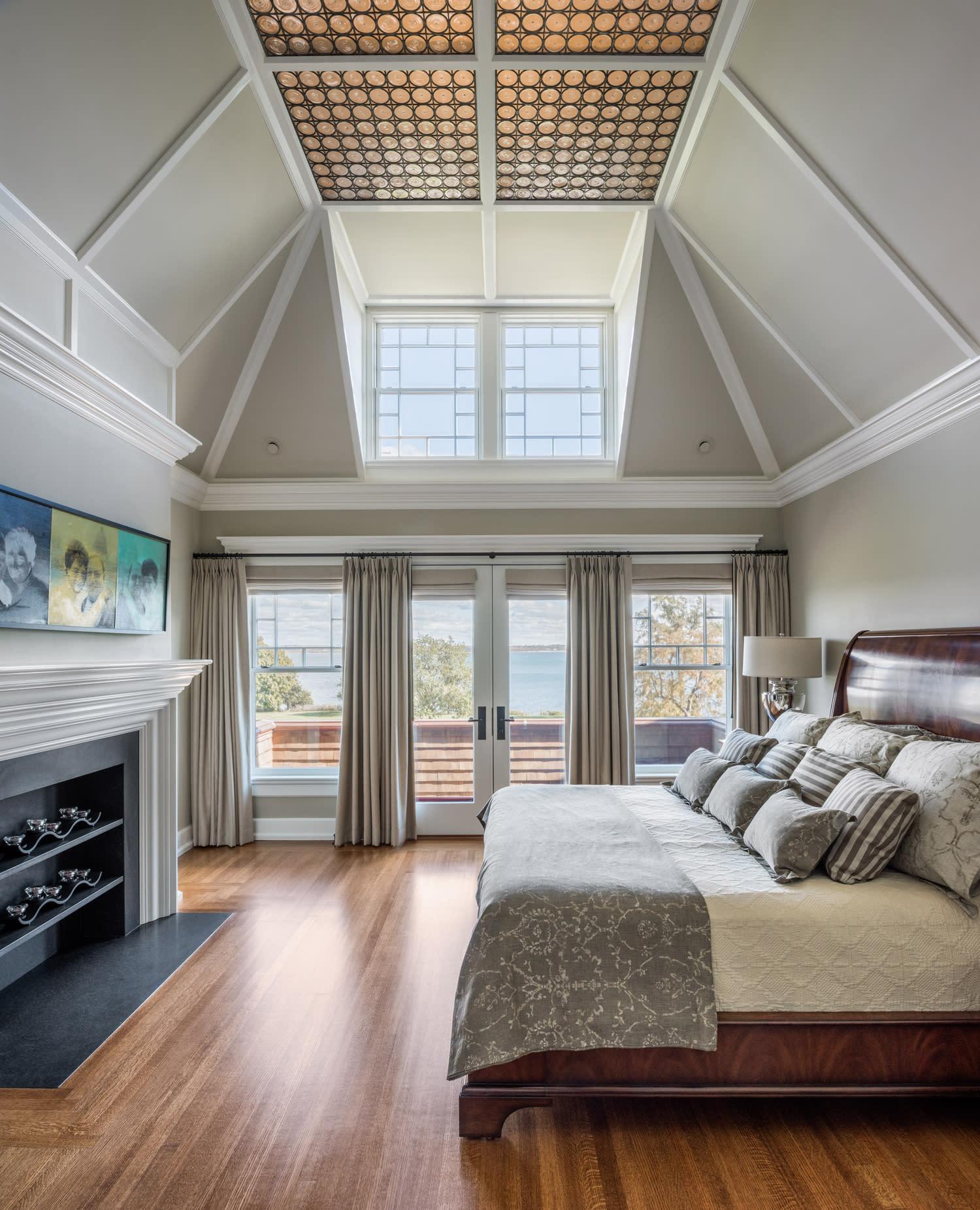 soaring 12 foot high ceilings - HD1500×1852