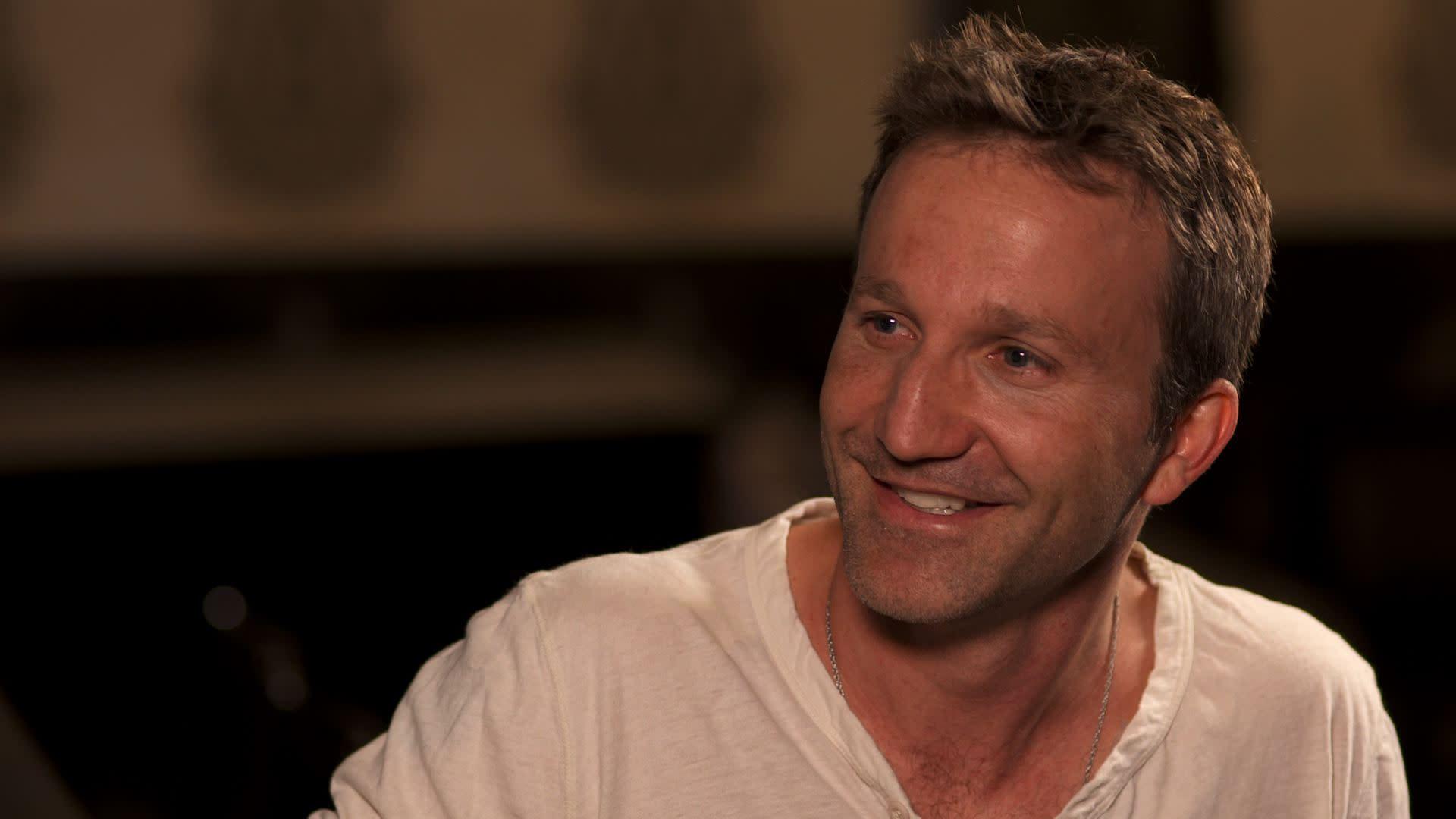 Breckin Meyer Dishes On Nude Scenes With Mark Paul Gosselaar Exclusive Video