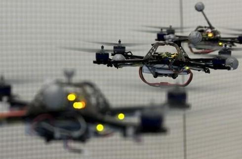 Quadrocopters enter the Flying Machine Arena, must bounce a ping-pong ball to survive (video)
