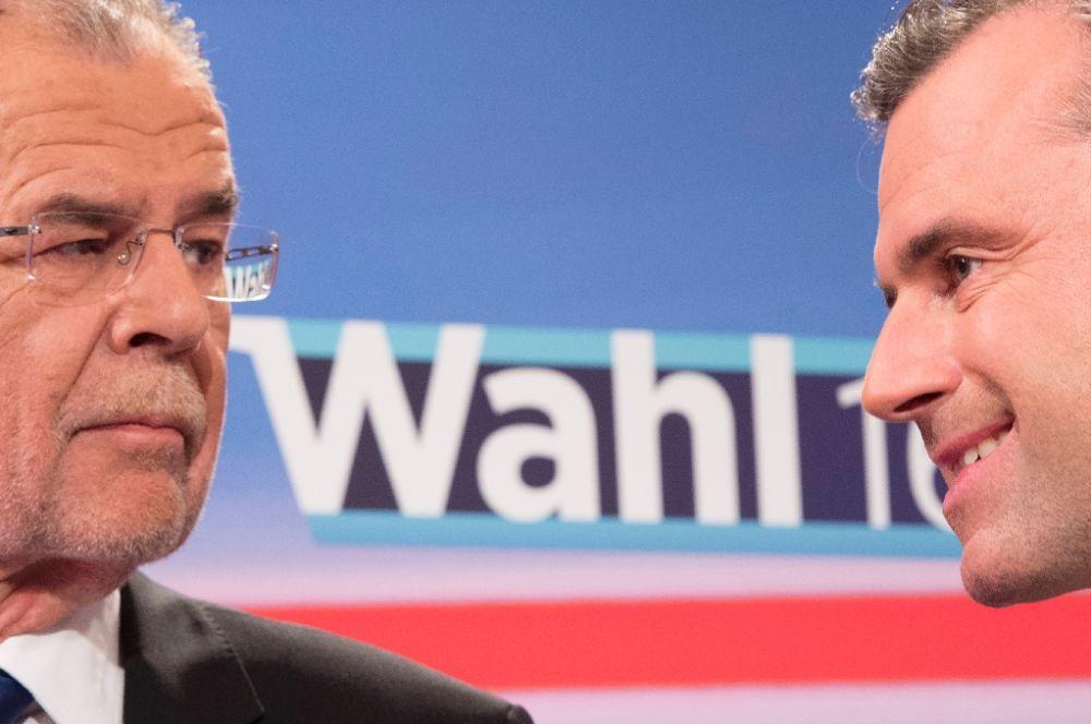 Austrian presidential candidates Alexander Van der Bellen (left) and Norbert Hofer (right)