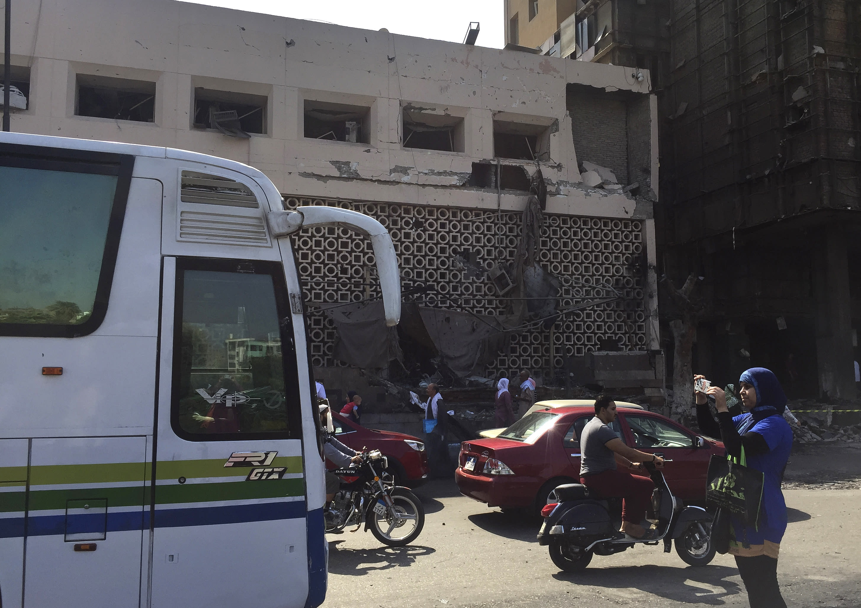 Egypt auto crash sets off deadly explosion outside Cairo hospital