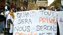 """Hôpital: les blouses blanches dans la rue, Macron promet des """"décisions fortes"""""""
