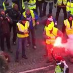 Paris shaken as police and 'Yellow Jackets' clash in fourth weekend of protests