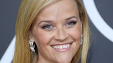 Reese Witherspoon's smoky pink Golden Globes eye look made her whole face glow
