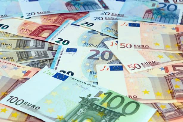 EUR/USD Price Forecast – Euro Reaches Towards Big Figure