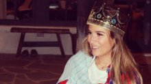 Jessie James Decker celebrates her 30th birthday with her 'newborn on the bοοb'