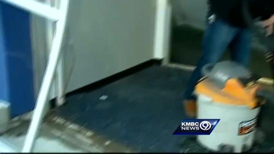 Thieves make off with $30K in electronics