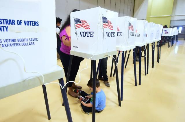 Major voting machine maker backs away from paperless models