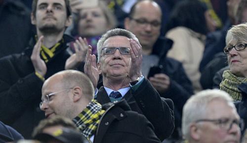 Champions League: BVB: De Maiziere verteidigt rasche Neuansetzung
