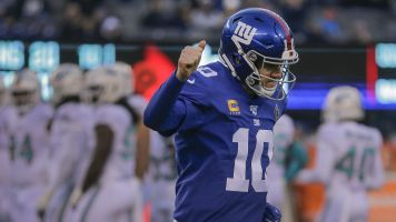 This one's for Eli: Giants give QB fitting finish