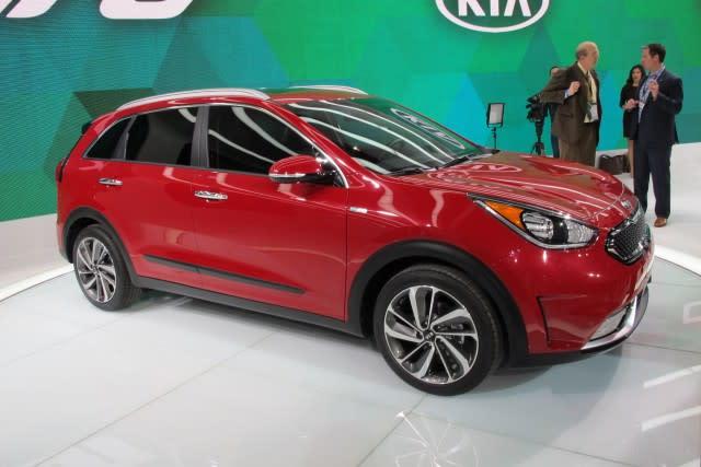 Kia Niro Mpg >> 2017 Kia Niro Hybrid Revealed Promises 50 Mpg Combined