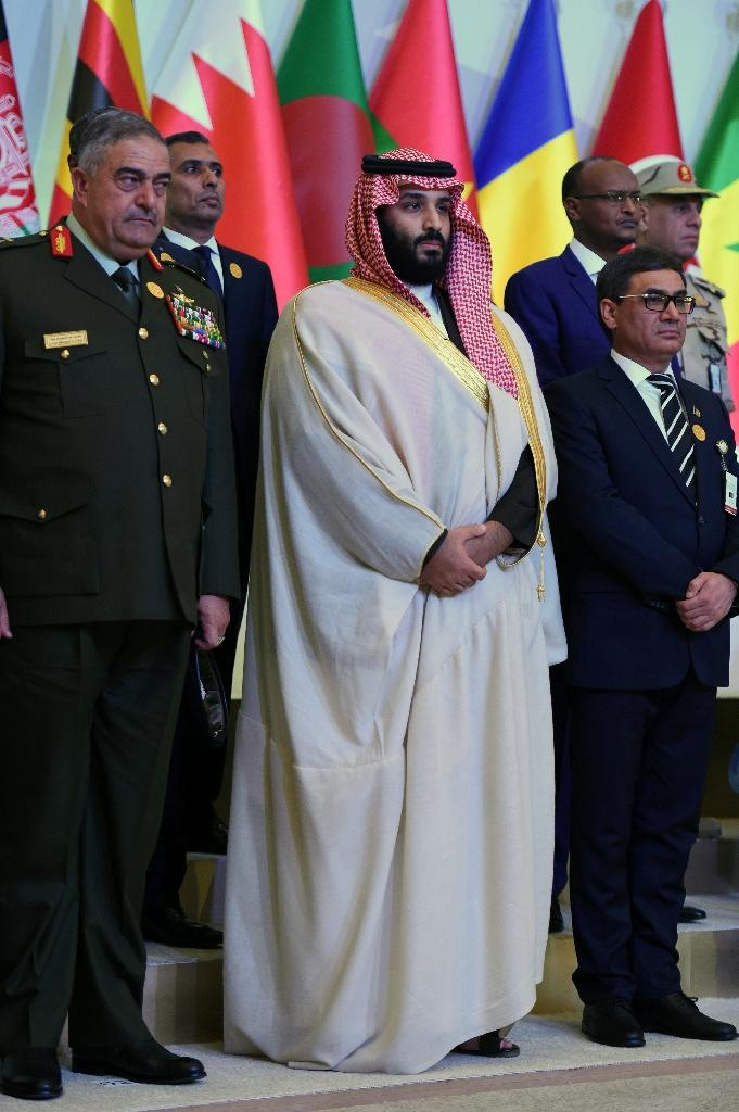 Saudi Crown Prince Mohammed bin Salman (C) poses for a group picture with officials of the 41-member Saudi-led Muslim counter-terrorism alliance in the capital Riyadh on November 26, 2017 (AFP Photo/Fayez Nureldine)