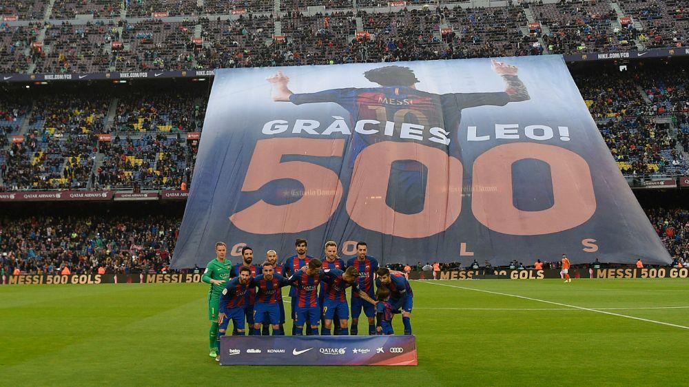 Messi e i 500 goal con il Barcellona, tributo da brividi del Camp Nou