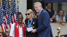USWNT star Allie Long's wedding ring, cash and key to NYC stolen after ESPYs