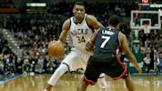 Antetokounmpo sprains ankle, doesn't return