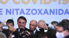 """Bolsonaro: """"Não é mais barato investir na cura do que na vacina?"""""""