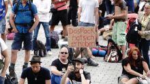 Corona-Newsblog in Berlin: Corona: Senat beschließt Maskenpflicht auf Demonstrationen