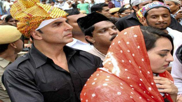 Akshay and Sona at Ajmer dargah for OUTIMD