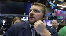 Wall Street cierra en baja; tiendas minoristas suben