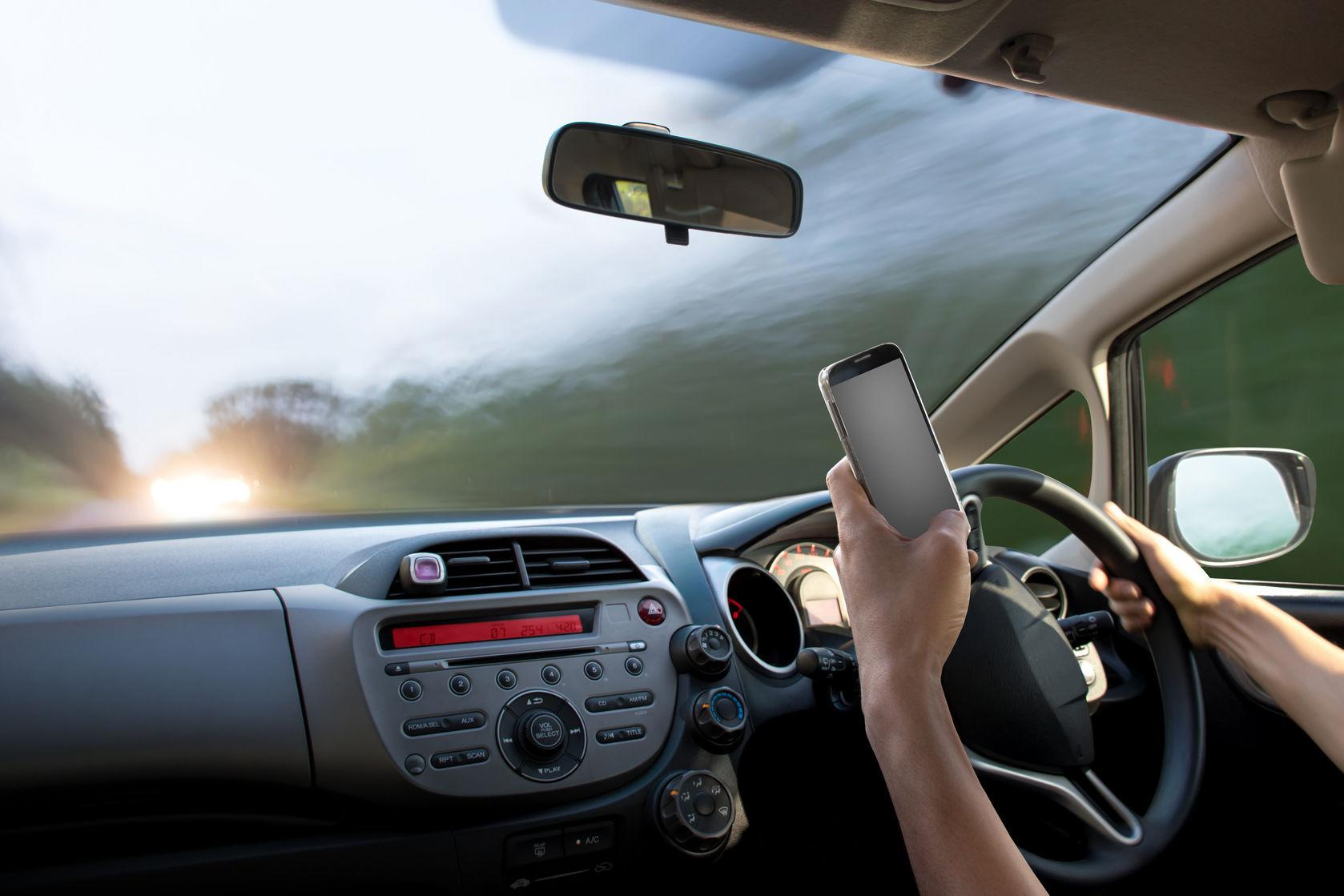 dangers of cell phone use while driving Good evening class today's speech is to try to convince you that the use of cell phone while driving should be banned click this presentation will discuss the.