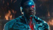 """Astro de """"Liga da Justiça"""" afirma que diretor excluiu atores negros do filme"""