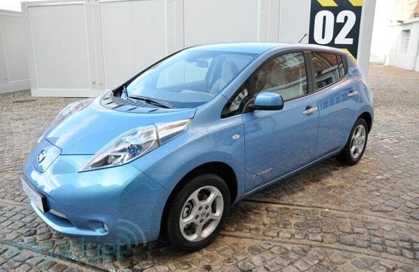 Nissan Leaf blessed with 99MPG 'equivalent' sticker, roundtable arguments ensue