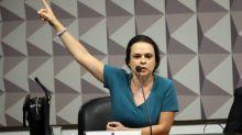 Janaina Paschoal diz a Bolsonaro que 'militares vão derrubá-lo' se ele 'continuar fazendo graça com coronavírus'